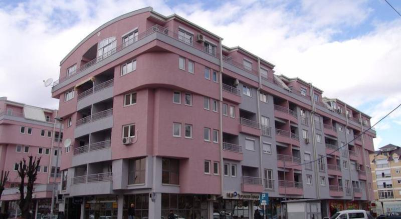 Apartment George offers accommodation in Ohrid, 700 m from Ancient Theatre of Ohrid. 40 meters lake.