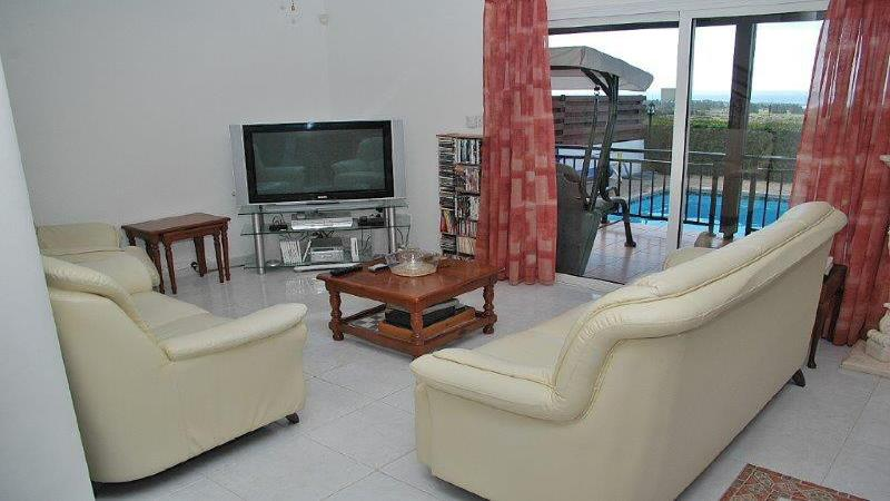 Lounge with TV having all UK / Film & sports channels