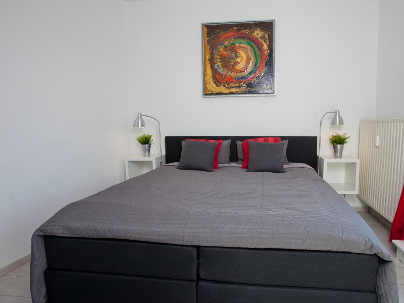 Bedroom 3  with a boxspring bed size 180x200 and a flatscreen tv