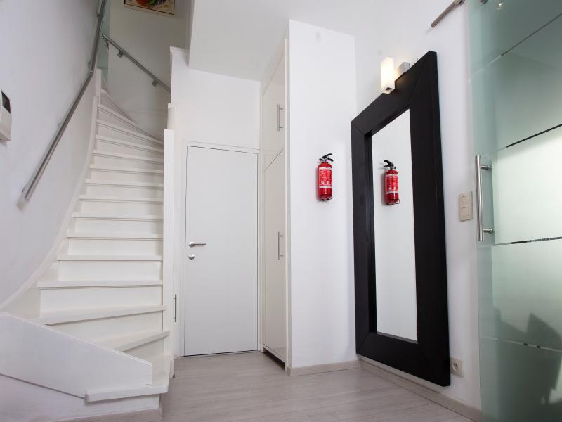 Enterance with the stairs to bedroom 3 and 4 and the door to the kitchen and the 3rd toilet
