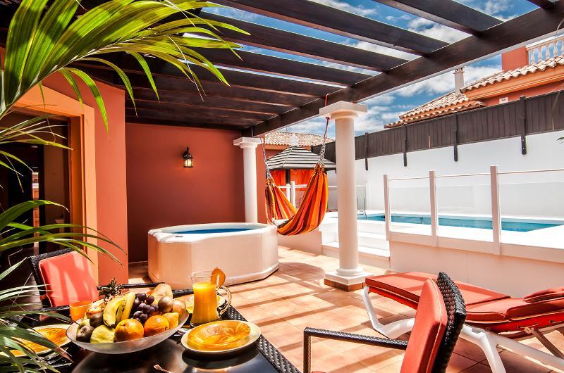Terraço, piscina e jacuzzi ao terraço, piscina e jacuzzi