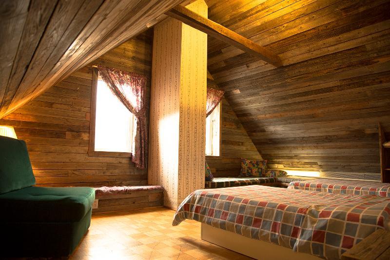 2 singles bedroom.