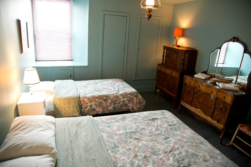 Queen and single bedroom.