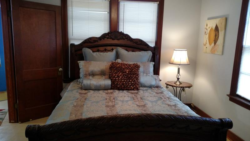 Bedroom - Queen size bed with memory foam mattress- comfy!