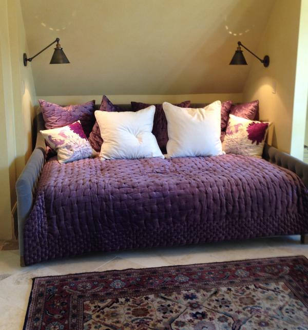 Les Reves (dreams)- west facing 4th bedroom; queen daybed, table for study/work, large TV