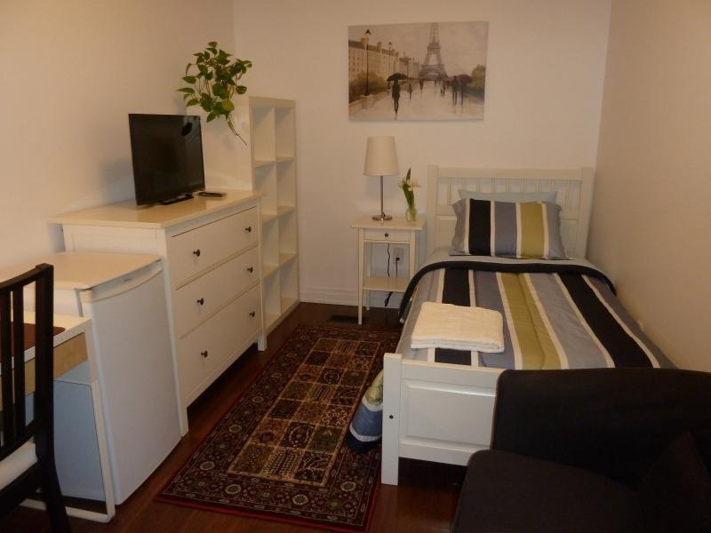 Single room -Ideal for students and short term visitors has access to a fully equipped kitchen.