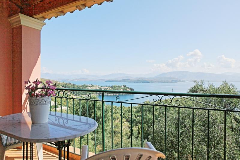 Nikolas House: Village house, with balconies offering amazing sea views over, location de vacances à Kalami