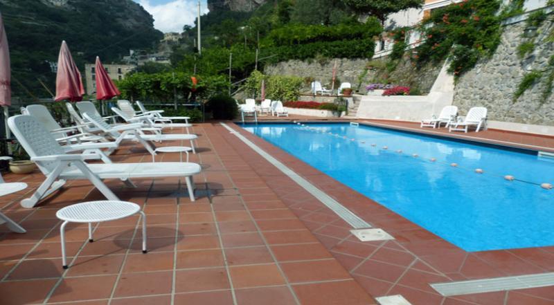 01 Garofano shared pool area