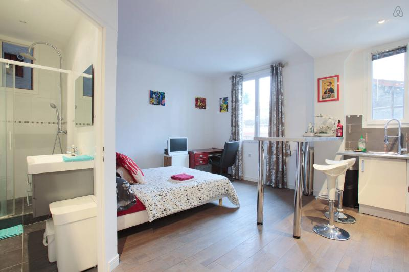 Joli studio proche Tour Eiffel, holiday rental in Chatenay-Malabry