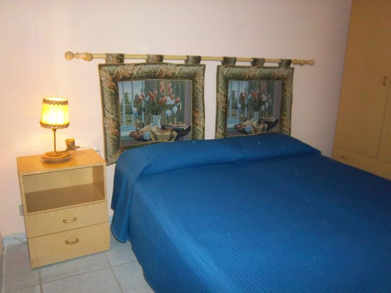 Camera da letto in un trilocale con 6 posti letto. I lettini possono separarsi.