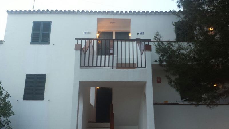 ALQUILER APARTAMENTO ARENAL D´EN CASTELL, holiday rental in Fornells