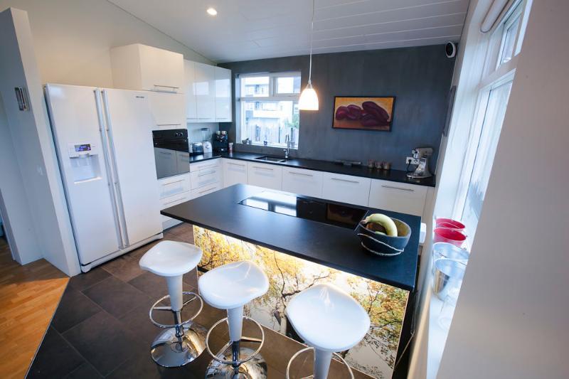 Nice apartment close to Reykjavík – semesterbostad i Kopavogur