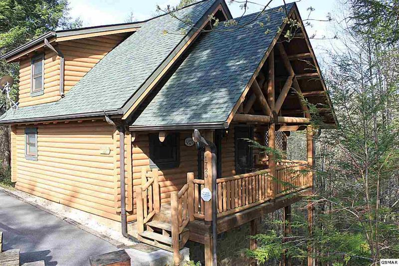 Couples Only. Conveniently located between Pigeon Forge & Gatlinburg, vacation rental in Gatlinburg