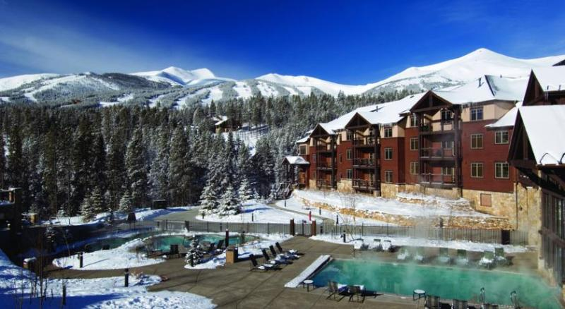 Beautiful Lodge - Ski in and Ski out makes it so easy to get on and off the hill.