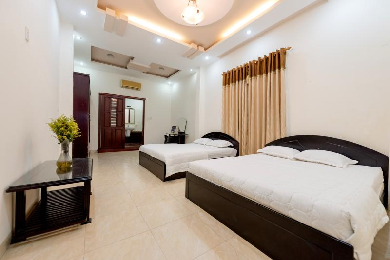 Twin room with 2 queen-sized beds