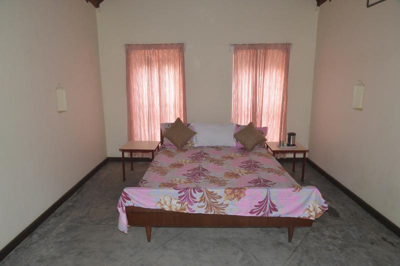 VIP Room 1 - Naurang Yatri Niwas, alquiler vacacional en Pragpur