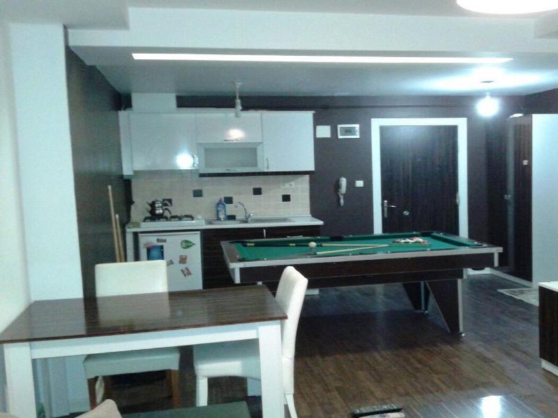 TÜYAP FUAR MERKEZİNE 50 m YAKIN LÜKS 1+1 DAİRE, vacation rental in Istanbul