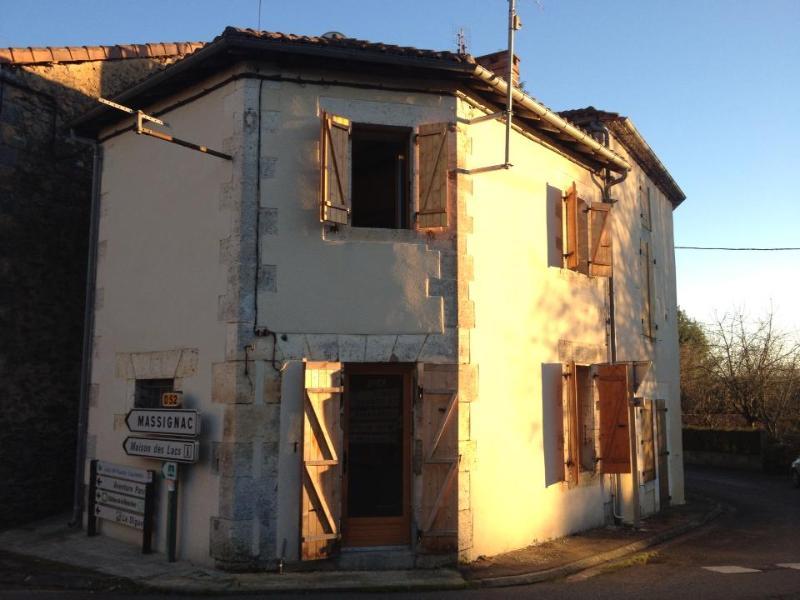 Rustic cottage in the centre of Lesignac-Durand