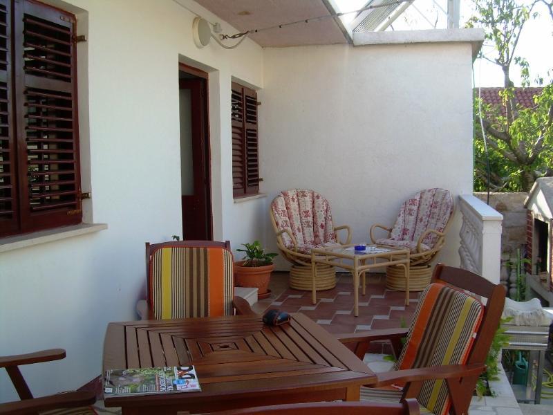 Sunshine apartment, location de vacances à Mocici