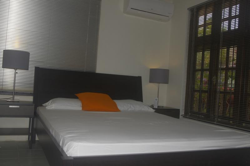 Bedroom with queen size bed, air conditioning, if you prefer we have also rooms with twinbeds