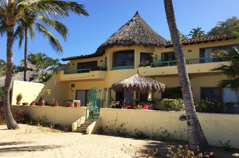 Casa de las Estrellas - Beach front view of property