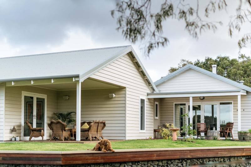 Stablebase - Contemporary rural accommodation, vacation rental in Albany