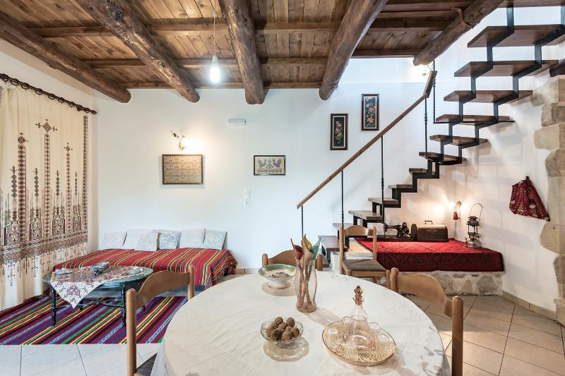 Tzitzifes old stone mansion, vacation rental in Agioi Pantes