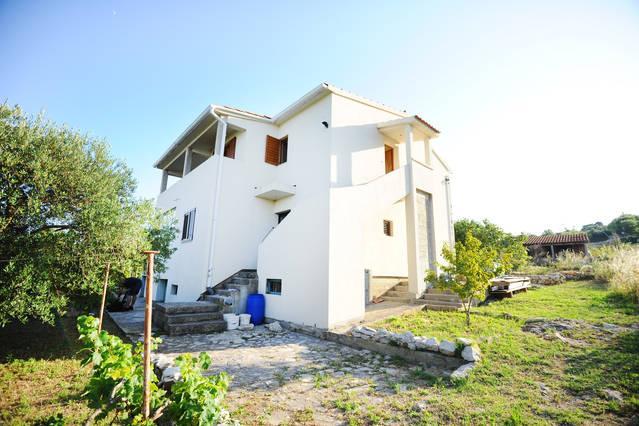 Apartment Dalmatia-Prvic Sepurine, vacation rental in Prvic Sepurine