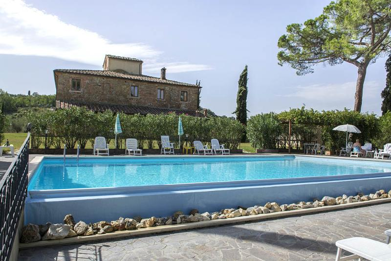 Holiday lodging near Pienza,P,large terrace,pool,free Wi Fi, nearby the village, holiday rental in Abbadia di Montepulciano