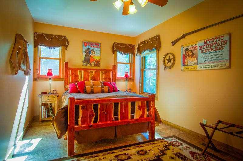 HOLLYWOOD COWBOY theme suite with luxury queen bed