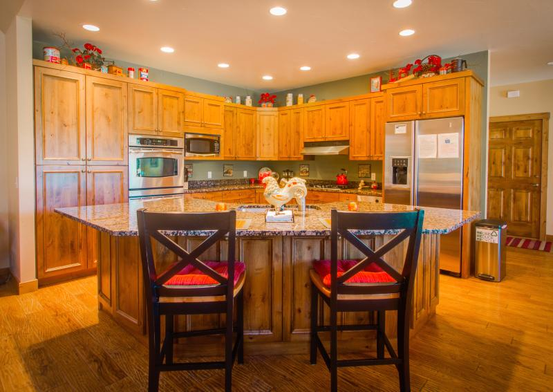 GOURMET KITCHEN with double convectional oven, La Crussett cookware, expresso machine, all spices