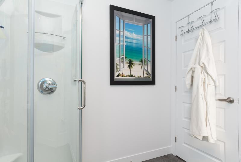 Salle de bain Polynésie avec douche d'angle