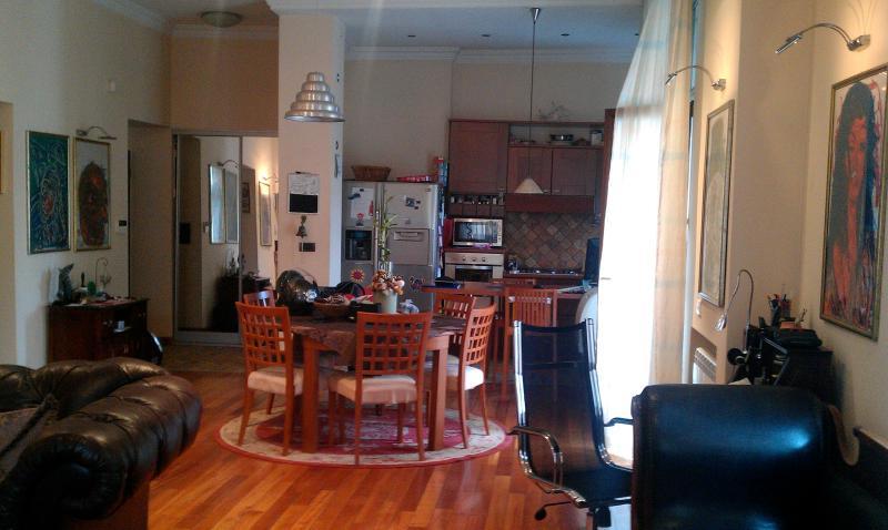 Entrance-dinning room-kitchen