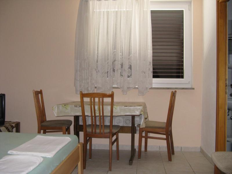 Apartmani Josip Lela - Apartment 4, holiday rental in Zaboric