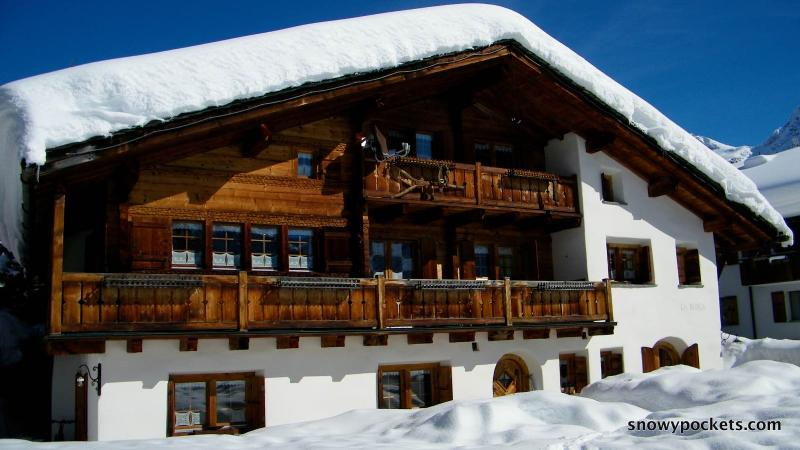 Chalet Runca Garden Apartment, vacation rental in Langwies