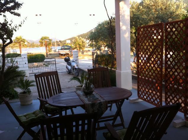 Vila Marita -see view apartment Pomegranate, aluguéis de temporada em Mali Ston
