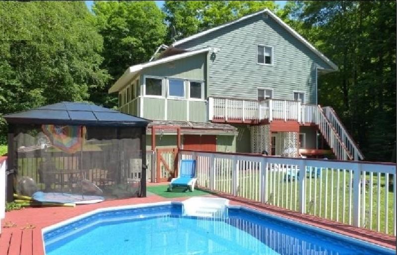 casa totalmente equipada con piscina en el suelo, bañera de hidromasaje y mucho más