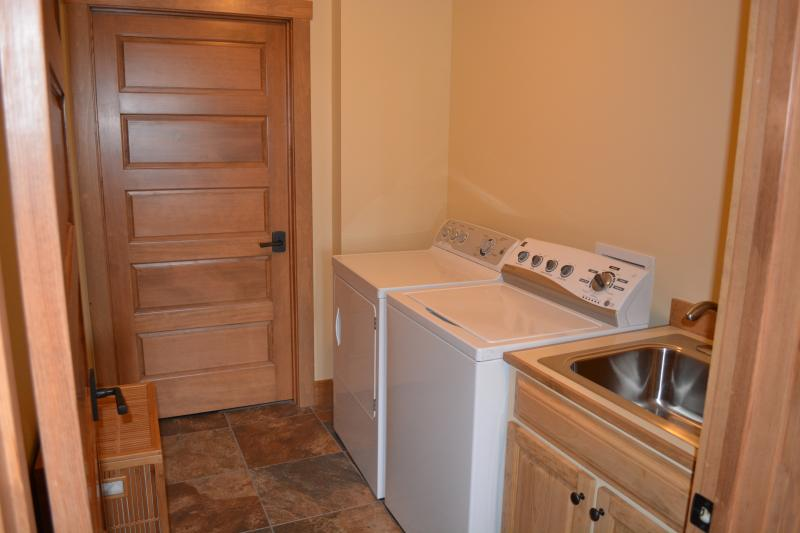 2 high capacity laundry rooms, one on each level!