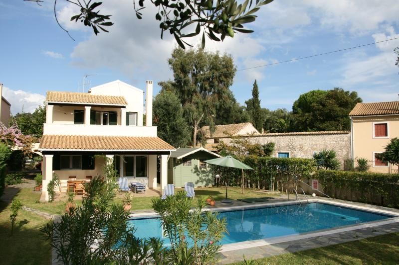 Villa Ares, vacation rental in Peroulion