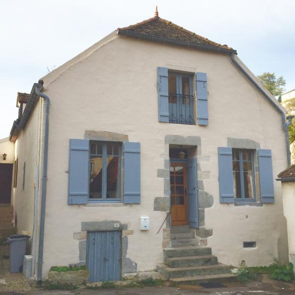 Kid Friendly, Tower Views, Lg Detached Garden Patio, Steps to Town Centre, holiday rental in Semur-en-Auxois