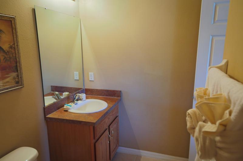 Master Queen #1 private four piece bathroom, main floor