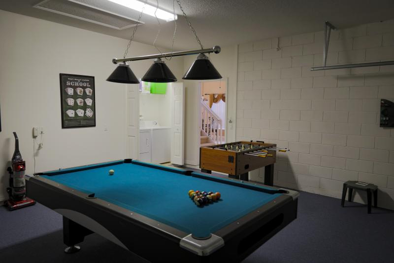 Games room with laundry in closet