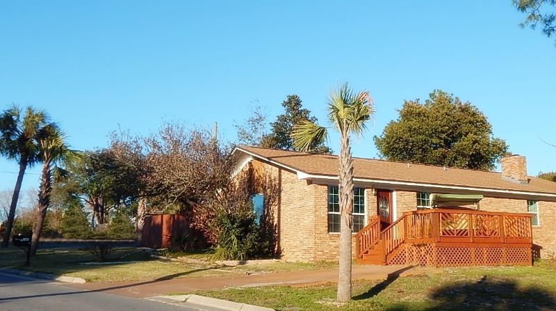 Pier Park Cottage - 125 Lullwater Drive, Panama City Beach, Florida 32413