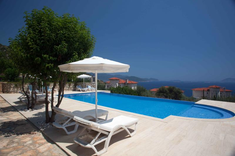 Mavi Manzara swimming pool and Meditarenian sea view