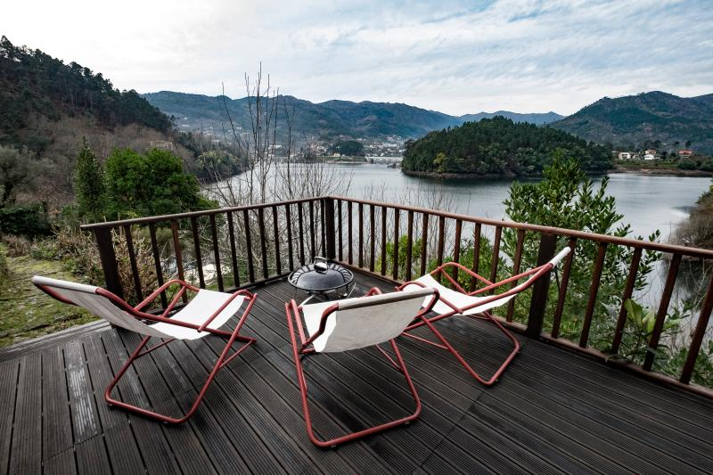 Casa Mota - Gerês Lake House, holiday rental in Rio Caldo