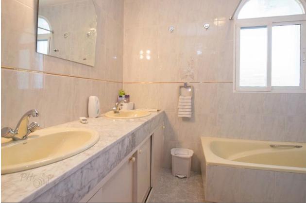 bathroom 2 (for bedrooms 2 & 3)