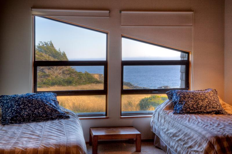 Even the loft boasts unobstructed, panoramic white- and blue-water ocean views.