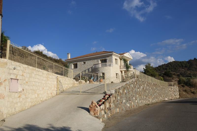 Melyia villa kato pyrgos cyprus, aluguéis de temporada em Distrito de Nicosia