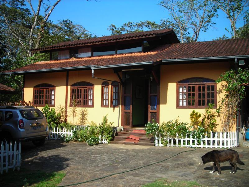 CASA DE CAMPO INTEIRA ACONCHEGANTE P/8 PESSOAS, casa vacanza a Angra Dos Reis
