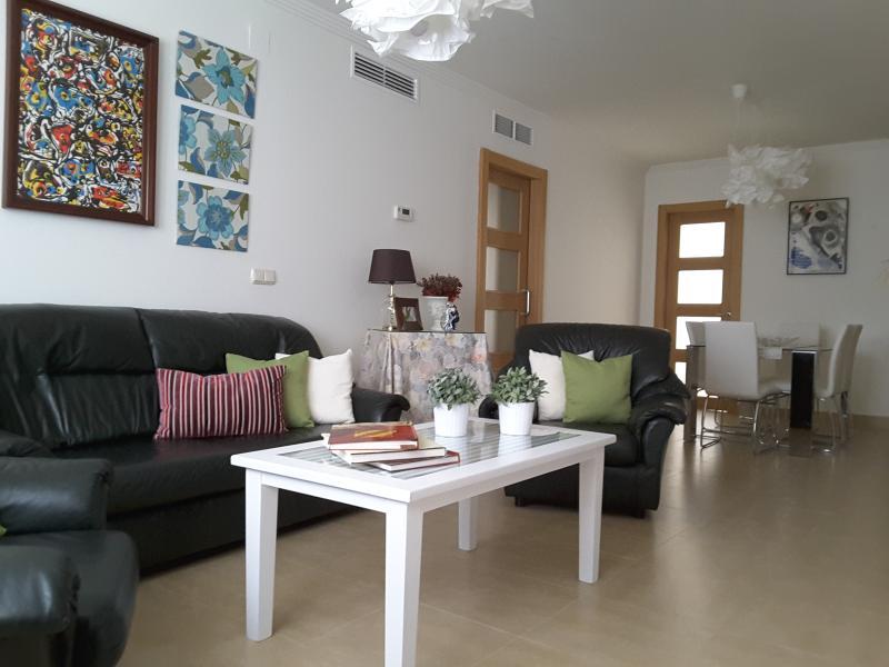 Apartamento céntrico a estrenar con parking gratis, aluguéis de temporada em Las Jaras